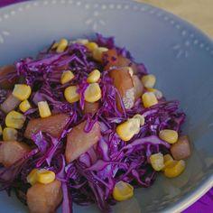 Salade de chou rouge, poires et maïs