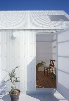 Small house detail by Tato Architects - corrugated polycarbonate panels insulated with greenhouse foil form the cladding of this pretty dwelling Architecture Du Japon, Japanese Architecture, Contemporary Architecture, Interior Architecture, Hyogo, Architect House, Building Materials, Cladding, Rooftop