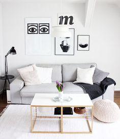 Die schönsten Poster in echten Wohnungen #poster #interior #deko #decor #inneneinrichtung #dekorationsideen #livingroom #couch #black# white Foto: Karyna