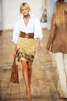 Frontier Girl Fashion - Western Wear on the Runway Cowgirl Outfits, Chic Outfits, Fall Outfits, Fashion Outfits, Boho Fashion, Girl Fashion, Fashion Looks, Womens Fashion, Fashion Design