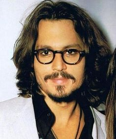 Johnny Depp Loving this look he's so versatile he can pull off any look💯🙌🏼 Johnny Depp Fans, Young Johnny Depp, Here's Johnny, Hot Actors, Actors & Actresses, Jonh Deep, Fangirl, Johnny Depp Pictures, Z Cam