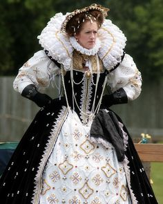 THE UNDERSKIRT! SO PRETTY! Tudor Costume