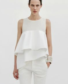 Latest Spring/Summer trends for women's tops at ZARA online. Find crop tops, tunics, off the shoulder, tuxedo, flannel and oxford shirts and tops for women. Street Mode, Street Style, Zara Lookbook, Top Mode, Looks Black, Zara Women, White Fashion, Chiffon Tops, Chiffon Shirt