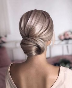 Sleek Low Bun weddingupdo weddinghair hairstyles updohairstyles ❤ Whether you prefer loose or vintage hairstyles, find the elegant wedding updos for long hair for bride or bridesmaid with us. Holiday Hairstyles, Bride Hairstyles, Hairstyles Haircuts, Classic Updo Hairstyles, Loose Bun Hairstyles, Long Haircuts, Simple Hairstyles, Style Hairstyle, Different Hairstyles