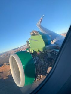 On November an Airbus of the Frontier Airlines which took off from the Las Vegas Airport had its right-hand engine cowl broke loose right after its take off. Corvette Cabrio, Chevrolet Corvette, Image Avion, Las Vegas Airport, Airbus A320, Cool Pictures, Funny Pictures, Beautiful Pictures, Aircraft Maintenance
