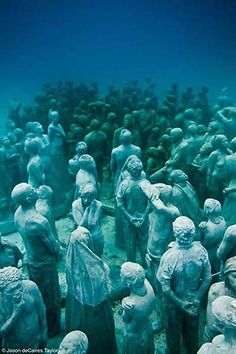 peaceful crowd~ Underwater sculptures by Jason De Caires Taylor Ii think it's an amazing idea, to help the environment through art Underwater Sculpture, Underwater City, Sculpture Art, Black History Facts, Gif Animé, Power Boats, African American History, Underwater Photography, Cancun