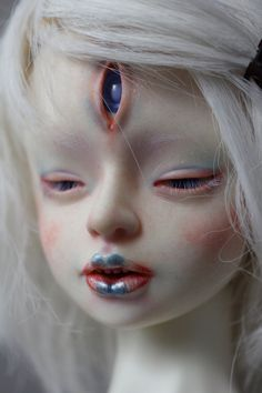 Albino Kitsune faceup by Follow-the-Wind