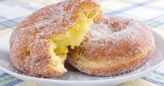 This delicious lemon filled donut recipe is home made donuts and homemade lemon curd. It& good to make the curd ahead of time so it can cool. Lemon Filled Donuts Recipe from Grandmothers Kitchen. Lemon Recipes, Donut Recipes, Sweet Recipes, Cooking Recipes, Lemon Filled Donut Recipe, Delicious Desserts, Dessert Recipes, Yummy Food, Lemon Filling