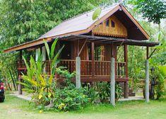 บ้านสวนราคาประหยัดสไตล์ไทยโบราณ โครงสร้างยกพื้นสูงมีใต้ถุน งบประมาณไม่เกิน 4 แสนบาท – NaiBann – ข้อมูลซื้อขายบ้าน บ้านเดี่ยว คอนโด ที่ดิน ค้นหาบ้าน ข้อมูลที่อยู่อาศัย รวมแบบบ้าน ไอเดียตกแต่งบ้าน Hut House, Tiny House Cabin, Small Cottages, Cabins And Cottages, Bali Style Home, Bamboo House Design, Cabana, Bamboo Architecture, Miami Houses