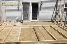 Screened-in porch build 05 Patio Gazebo, Back Patio, Backyard Patio, Pergola Plans, Screened In Porch Diy, Screened Porch Designs, Porch Roof, Front Porches, Outdoor Screen Room