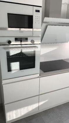 Modern Kitchen Interiors, Modern Kitchen Cabinets, Modern Kitchen Design, Interior Design Kitchen, Kitchen Pantry Design, Home Decor Kitchen, Bathroom Design Luxury, Home Room Design, Cuisines Design