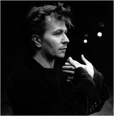 Gary Oldman. The phase is ending soon. But first let's appreciate the hotness of 90's Gary.