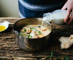 A dash of organic Half & Half milk gives this seafood chowder a rich and indulgent flavour.