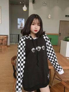Save=Follow❤️ #Lamm Instagram tui nè: _thuthuy33 Follow IG để ngắm girl xinh kèm In4 nè he: megaixinh_group Ulzzang Short Hair, Ulzzang Korean Girl, Cute Korean Girl, Cute Asian Girls, Cute Girls, Kawaii Hairstyles, Girl Outfits, Cute Outfits, Girl Korea