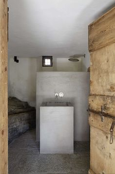 La Palue is the conservation, renovation, and extension of a former farmhouse in a swiss alpine nature reserve.