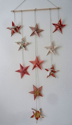 17 Easy DIY Wall Decor Ideas Inspired by Interiors Designers Looking for easy DIY wall decor ideas? We've rounded up the best DIY wall art that anyone can master. Handmade Christmas Crafts, Christmas Origami, Xmas Crafts, Christmas Diy, Paper Crafts, Black Christmas, Mobil Origami, Origami Art, Diy Wall Art