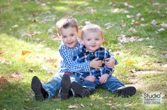 Brother Hug.  Photography by Danielle Albrecht, Studio Delphianblue, LLC. Please visit our website: www.delphianblue.com © 2016 All rights reserved.