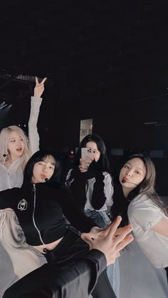 Kpop Girl Groups, Korean Girl Groups, Kpop Girls, Black Pink Songs, Black Pink Kpop, Blackpink Video, Foto E Video, Foto Rap Monster Bts, Blackpink Poster