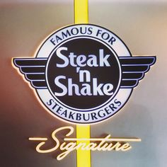 Steak 'n Shake. I remember when they brought the food on a tray to your car. I still love Steak n Shake. Restaurant Deals, Fast Food Restaurant, Breakfast Tacos, Free Breakfast, Breakfast Menu, Steak N Shake Coupons, Best Keto Fast Food, Weight Watchers Points, Nutrition Information