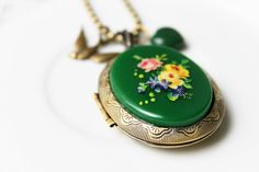 70s Vintage Locket Necklace with Jade Heart by missbeawants