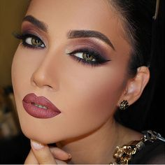 Gorgeous Makeup: Tips and Tricks With Eye Makeup and Eyeshadow – Makeup Design Ideas Black Eye Makeup, Glam Makeup, Bridal Makeup, Wedding Makeup, Beauty Makeup, Face Makeup, Makeup Desk, Makeup Eyebrows, Blaues Make-up