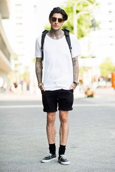 Look masculino preto e branco com meias longas