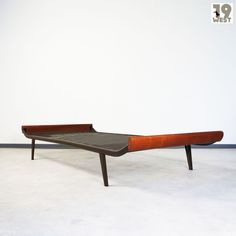 A Cleopatra daybed by Dick Cordemeijer for Auping. Now available on 19west.de. #19west #vintage #dutchdesign #daybed #modernist #fifties