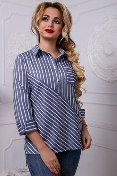 Hermosa blusa, estampado a rayas Blouse Styles, Blouse Designs, Batik Blazer, Hijab Fashion, Fashion Dresses, Lace Up T Shirt, Striped Fabrics, Mode Inspiration, Plus Size Tops