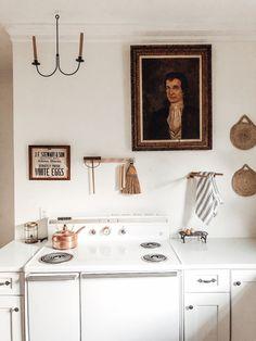 Vintage Stoves, Colonial Kitchen, White Appliances, Kitchen White, White Walls, Farmhouse Decor, Burlap, Gallery Wall, Interior Design