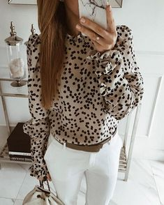 he polka dot pattern has been around for over a century and is a trend that continues to come back into fashion ⚫Dotted LEILA silk blouse Classy Outfits, Casual Outfits, Fashion Outfits, Womens Fashion, Professional Outfits, Looks Style, Work Fashion, Style Fashion, Work Attire