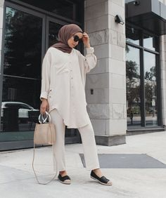 Best Dressed Hijab Fashion Instagram Influencers This Summer - image@jasminefares- Check Out The Best Dressed Instagram Bloggers This Summer And Get Great Inspiration On Casual Summer Outfits, Casual Simple Hijab Outfits, Casual Classy Hijab Looks, Street Style Hijab Fashion, Summer Long Dress Inspiration, Long Skirt Outfit Ideas With Hijab And Much More. #hijabfashion #hijabioutfitscasual #hijaboutfit #instagramfashion #summerstyle #muslimahfashion Long Summer Dresses, Casual Summer Outfits, Normcore, Hijab Fashion, Fashion Outfits, Simple Hijab, Chic, Long Skirt Outfits, Instagram Influencer