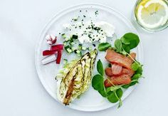 Sund aftensmad på max 30 minutter   Iform.dk Caprese Salad, Tuna, How To Stay Healthy, Food Inspiration, Food And Drink, Vegetables, Ethnic Recipes, Recipes, Vegetable Recipes