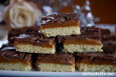 Hei alle sammen! Håper dere koser dere med helg, og noen av dere har kanskje vinterferie nå også!  Her kommer en supergod kake du burde prøve. Twixkake er en kake som jeg har sett poppe opp på mange slags matblogger både her i Norge og i utlandet. Kaken er selvfølgelig inspirert av den populære sjokoladen Twix, som består av kjeksdekket med karamell og trukket med melkesjokolade. Jeg har her laget en langpanneversjon av denne kaken som både er lett å lage og som gir mange, nydelige…