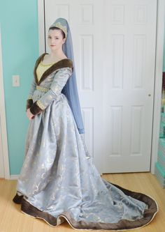 Old Fashioned Clothes : Historically Inspired – Angela Clayton's Costumery Renaissance Mode, Renaissance Costume, Medieval Costume, Renaissance Clothing, Renaissance Fashion, Old Dresses, Pretty Dresses, Linen Dresses, Middle Age Fashion