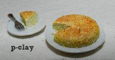 Omelet (miniature, polymer clay). Tortilla de patatas (miniatura, arcilla polimérica).