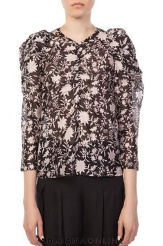 Be gorgeous in this posey floral blouse from Ulla Johnson! Perfect piece for the fall parties. Floral Fashion, Ulla Johnson, Floral Blouse, Floral Prints, Parties, Fall, Womens Fashion, Model, How To Wear