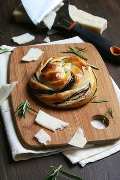 Briochette serpentin à la tapenade : avec pâte sans beurre ni œufs et photos des étapes