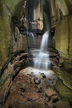 Hugden grotto cave, tennessee river gorge, tennessee river gorge trust, marion county, tennessee by Alan Cressler