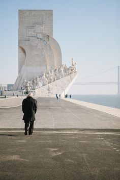 Padrão dos descobrimentos - Lisbon, Portugal had a wonderful day at the nearby Coach Museum and walking around the Fort Portugal Travel, Spain And Portugal, Places Around The World, Around The Worlds, Monuments, Travel Around, Places To See, Travel Inspiration, Madrid