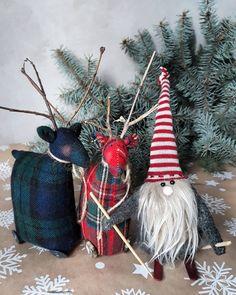 190 Inspiring Scandinavian Christmas Decorations Ideas You Will Adore 011 Scandinavian Christmas Decorations, Easy Christmas Decorations, Christmas Wreaths, Christmas Crafts, Christmas Ornaments, Holiday Decor, Christmas Ideas, Christmas 2019, Simple Christmas