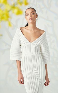Cushnie Resort 2020 Fashion Show - Vogue Fashion 2020, Look Fashion, Daily Fashion, Fashion Outfits, Womens Fashion, Girl Fashion, Ribbed Knit Dress, Column Dress, Lookbook