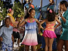 From June 12 to Aug. 9, Busch Gardens® Tampa's waterpark keeps this family-friendly sunset celebration going every Thursday, Friday and Saturday night from 5 p.m. to 9 p.m. with live music, eclectic entertainment, sand sculptures, street performers, stilt walkers and a steel drum band.