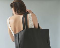 Easy Tote in black - Plumbag Project