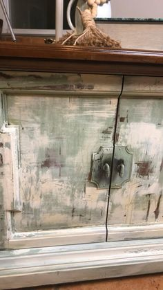 Rustic Painted Furniture, Chalk Paint Furniture, Refurbished Furniture, Upcycled Furniture, Furniture Makeover, Distressing Painted Furniture, Distressing Chalk Paint, Art Furniture, Vintage Furniture