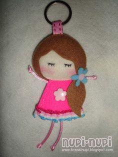 Felt doll Felt Crafts Diy, Felt Diy, Easter Crafts, Crafts For Kids, Felt Keychain, Creation Couture, Felt Patterns, Key Fobs, Felt Dolls