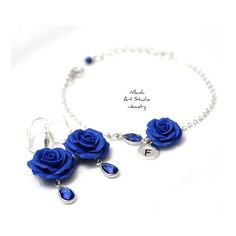 SET Blue Rose Personalized Initial Disc Bracelet and Earring, Blue... (€45) ❤ liked on Polyvore featuring jewelry, earrings, initial earrings, flower jewelry, bridal jewellery, initial jewelry and bride earrings