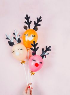 🌟Tante S!fr@ loves this📌🌟Adorable DIY Reindeer Balloons. Christmas Balloons, Christmas Mood, Christmas Holidays, Reindeer Christmas, Christmas Tables, Scandinavian Christmas, Modern Christmas, Merry Christmas, Christmas Party Games For Adults