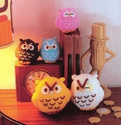 crochet owls. pattern is NOT in English. If experienced, could probably guess pattern using the provided diagram and picture.