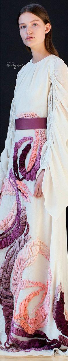 Roksanda Resort 2018 Roksanda, Gianni Versace, Fashion Brand, Vintage Inspired, Personal Style, Cool Outfits, Bell Sleeve Top, Ruffle Blouse, Style Inspiration