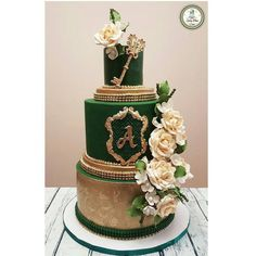 Think green and make emerald green cake! Stunning emerald green cake by Elegant Wedding Cakes, Elegant Cakes, Beautiful Wedding Cakes, Wedding Cake Designs, Beautiful Cakes, Green Wedding Cakes, Quince Decorations, Wedding Decorations, Wedding Ideas